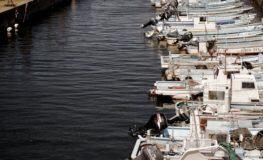 連なる漁船