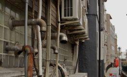 裏通りの配管